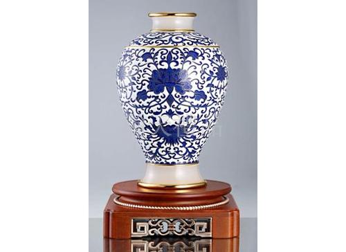 景泰蓝和谐美满青花梅瓶
